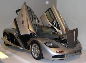 McLaren F1 cu usile deschise