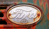 Sigla Ford veche ruginita