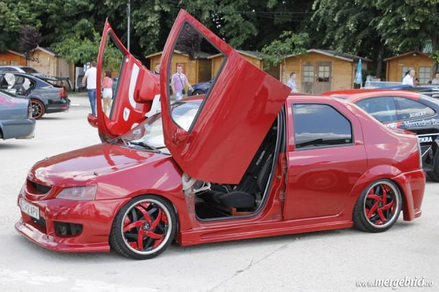 Dacia Logan usi fluture (BWA 2013)
