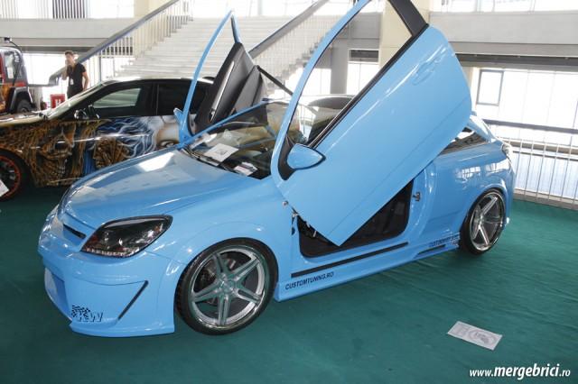 Opel Astra usi fluture (BWA 2013)