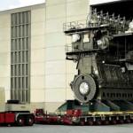 Cel mai mare motor din lume tras de un tir