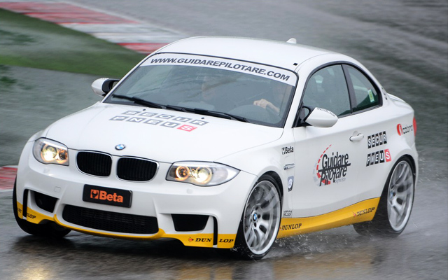 Guidare Pilotare - BMW 1M in viraj