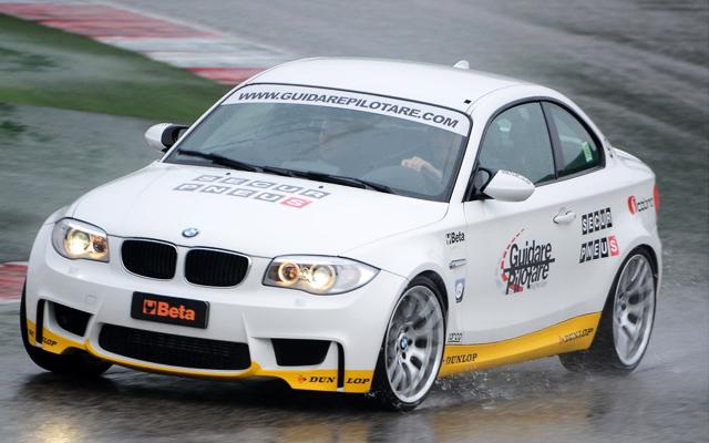 Guidare Pilotare - BMW 1M in viraj