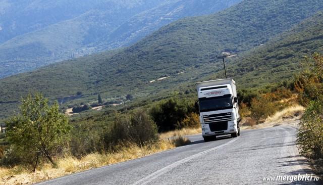 Un camion pe sosea in Grecia