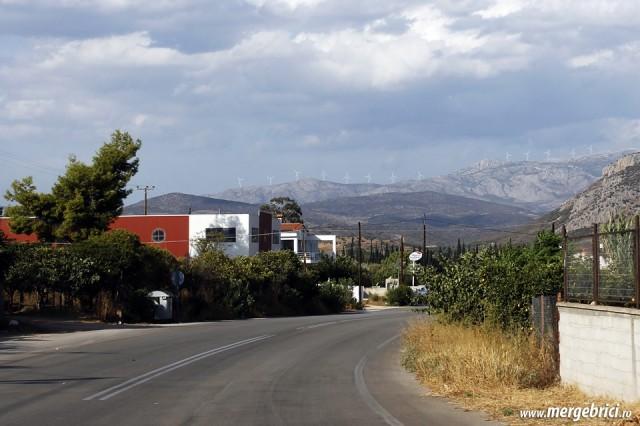 Sosea in Grecia cu turbine eoliene