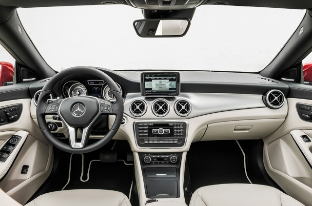 Mercedes Benz CLA - interior - tableta bord