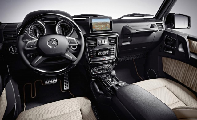 Mercedes Benz G Class - interior - tableta bord