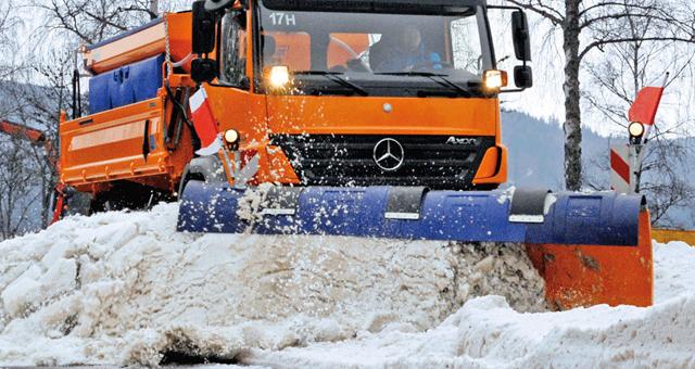 Camion plug pentru deszapezirea drumurilor