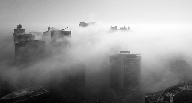 Ceata deasa peste oras