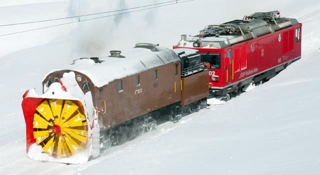 Tren plug/freza pentru zapada pe calea ferata