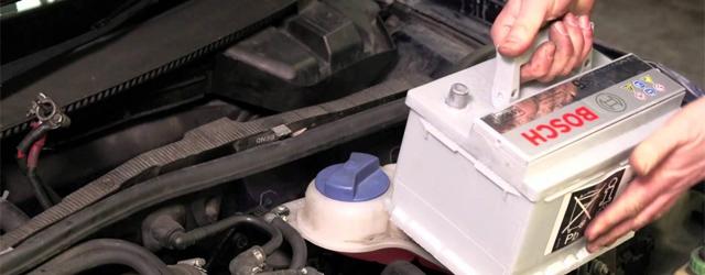 Schimbare acumulator auto