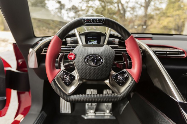 Interior Toyota FT-1 (volan)