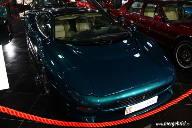 Jaguar XJ220 - Tiriac Collection