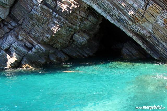 Apa turcoaz in Muntenegru