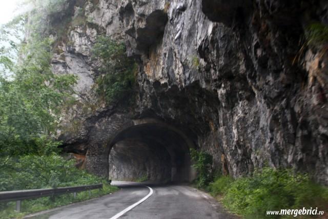 Tunel prin canionul Tara - Muntenegru