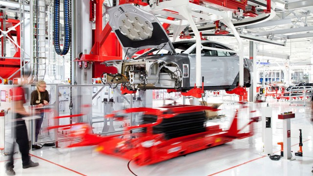 Fabrica Tesla - asamblare masina electrica