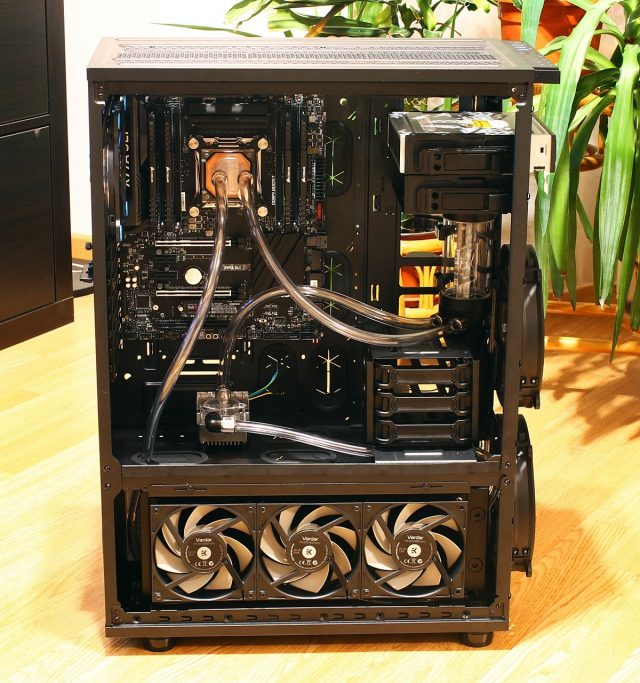 Carcasa asamblare sistem workstation - furtune water-cooling