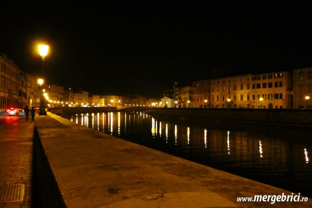 Italia: Pisa noaptea, oras sumbru